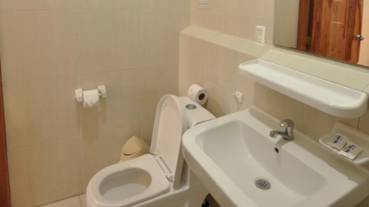 Modern Bathrooms Apart-Hotel Rincón d'Olon, Ecuador's #1 Beach